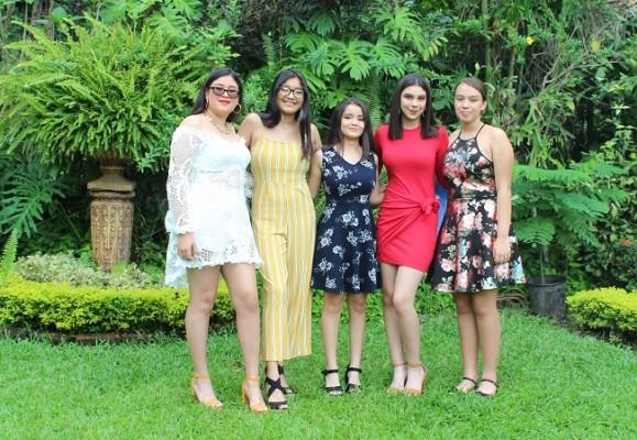 Deborah Madrid, Jessica Hernández, Camila Chinchilla, Rocío Moncada y Ariana Amador