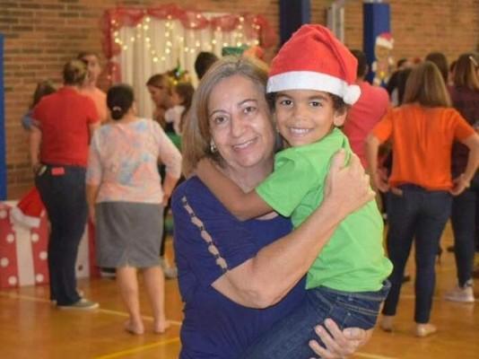 Doña Margarita Kawas y su querido nieto Onías Peralta Jr. en su acto navideño 2019