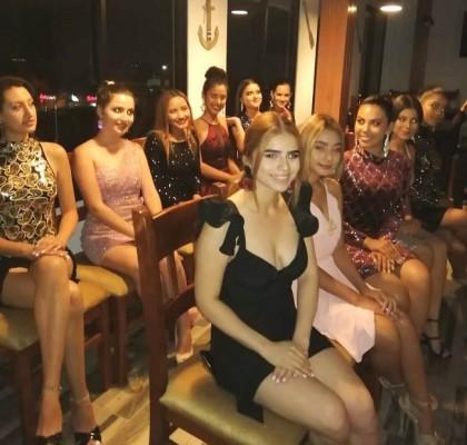 El Teen Universe Honduras es el tercer evento de belleza más importante del país y mañana llega a su noche coronación en el Teatro Infantil de San Pedro Sula a partir de las 8 pm...14 bellas adolescentes de toda Honduras en pos de la corona...
