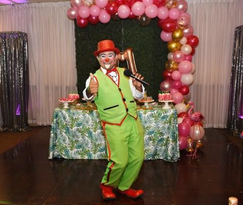 El payasito Caramelo durante su divertido show.