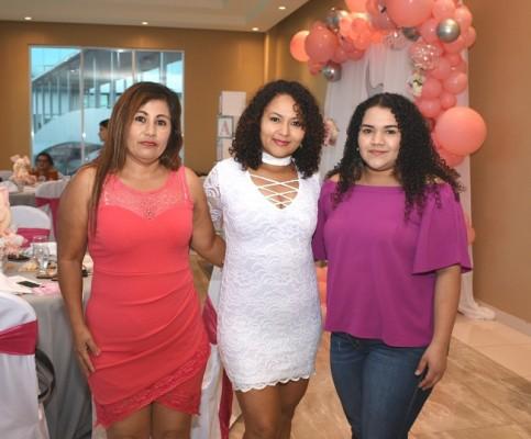 Elvia Vallecillo, Lilian Idiáquez y Noely Hernández