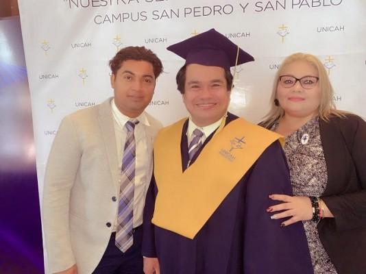 Felicitaciones al abogado y notario Marlon Rodríguez que recibió su título de master en derecho administrativo.