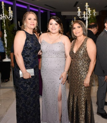 Glenda Salinas, María José Molina y Miriam Pineda
