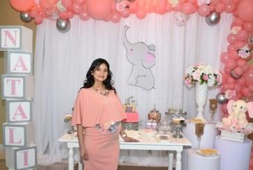 Entre flores y detalles en rosa celebran el baby shower de Greisy