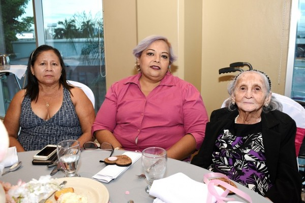 Irma Granados, Emperatriz Tinoco y Virginia Medina