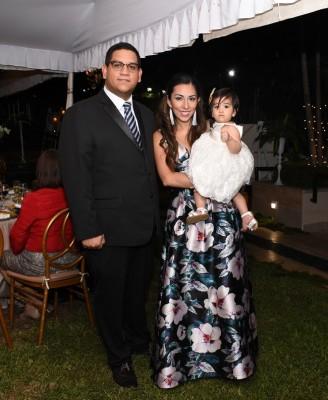 Isaac Mejía y Eliana Esmeralda con su bebé Mariana