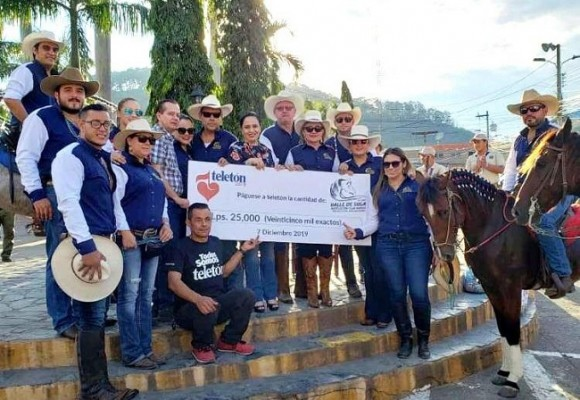 La Asociación Club Hípico Valle de Sula entregó un jugoso donativo a la Teletón...El donativo fue entregado a la abogada Fátima Juárez, alcaldesa municipal de Santa Bárbara