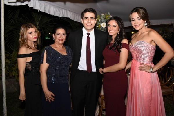 Lesly Cartagena, Brenda Pérez, Fernando Alvarenga, Andrea Mendoza y Regina de Siwady