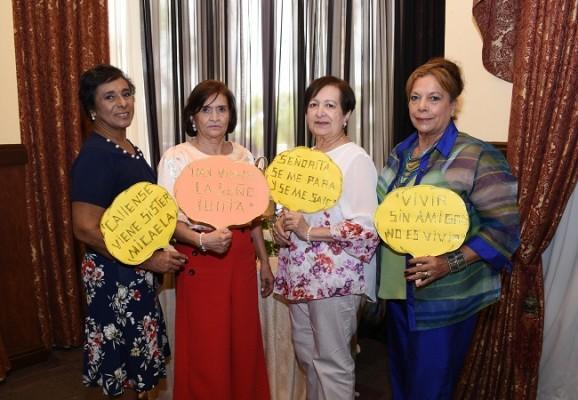 Leticia de Cardona, Teresa Barrera, Sara Aguiluz y Dora Sevilla