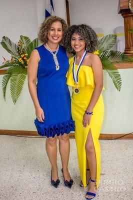 Maria Gabriela Garcia muy orgullosa de graduar a su hija Candy