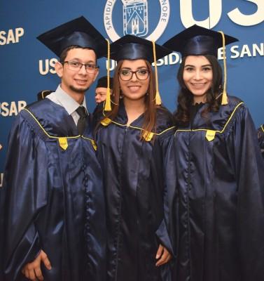 Mario Zuniga, Ligia Mena y Karen Aranda.
