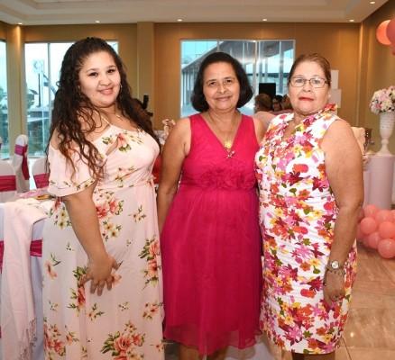 Marisol Hernández, Gloria de Perdomo y la abuela paterna, Irma de Hernández