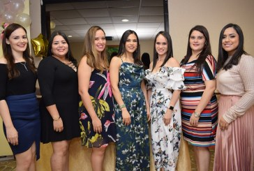 Celebrando el bridal shower de Osiris