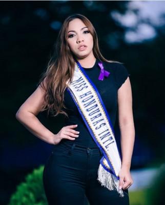 Y hablando de Colombia, por allá se encuentra la Miss Honduras Internacional, Ariana Bustillo haciendose un par de arreglitos para estar en forma para los próximos concursos donde competirá...la danlidense está armandose con todo para cerrar bocas...