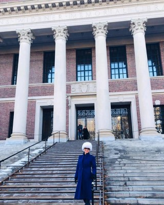 Norma Leticia Leiva paseando por Harvard