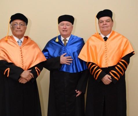 Osvaldo Valladares, secretario general de la USAP, Antonio Tavel Otero, orador e invitado de honor y Senén Villanueva.....