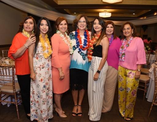 Rosa Diek, Gabriela Peña, Nohal Diek de Mendoza, Yelile Gabrie, Stephanie Gabrie, Griselle Diek de Segurado y Jenny Diek