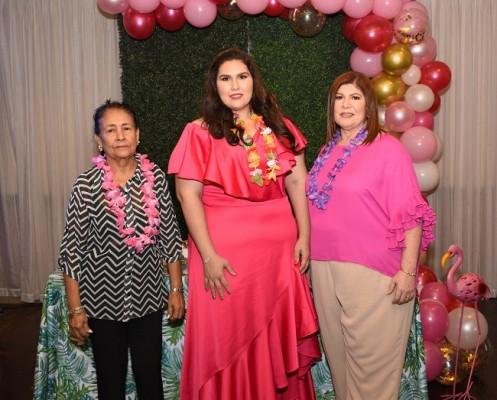 Rubidia Benítez vda. de Banegas junto a su futura nuera, Melanie Segurado y su madre, Griselle Diek de Segurado