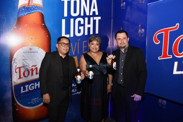 Elegante lanzamiento: Presentan al mercado hondureño la nueva Toña Light