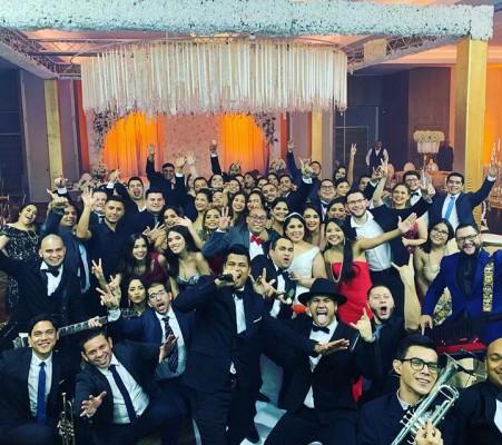 Tremendo show el de la agrupación Musical La Bersatil en la Boda de Ramon y Nabila