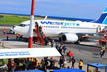 Llega a Roatán vuelo inaugural de la compañía WestJet con más de 130 turistas canadienses