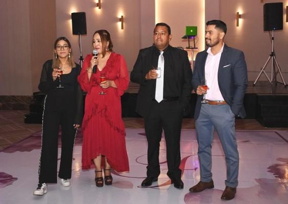 Zoila Figueroa con la cumpleañera, Alicia Franco de Figueroa, Ramón Figueroa y Eduardo José Figueroa.