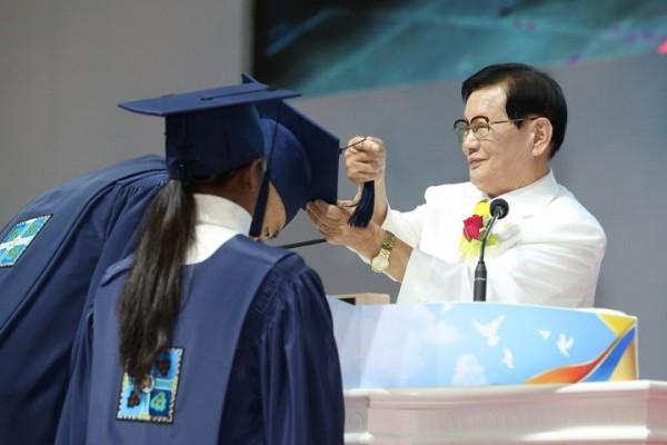 Latinoamericanos participan en graduacion de mas de cien mil personas en Corea del Sur