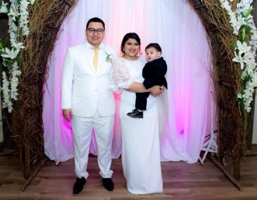 Alex, Blanca Mercedes y su primer heredero de 1 año y medio, Carlos Elías Antúnez Yuja