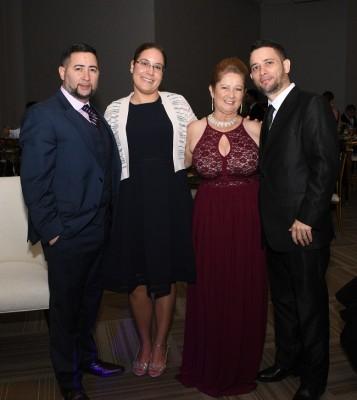 Alex Méndez, Jessica Méndez, la madre del novio, Migdalia Soto y Carlos Méndez