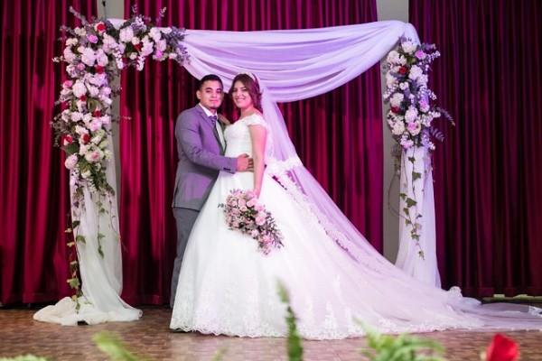 """Alexis Ramos y Xiomara Escalante celebraron su matrimonio Eclesiástico en el Colegio de Ingenieros Civiles ante 350 personas…Lidabel y Scarleth Mena de """"Acontecimientos"""" decoraron y coordinaron cada detalle de esta hermosa boda."""