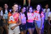 Los seniors XX de la EIS lograron encenderlo todo con su Neon Party