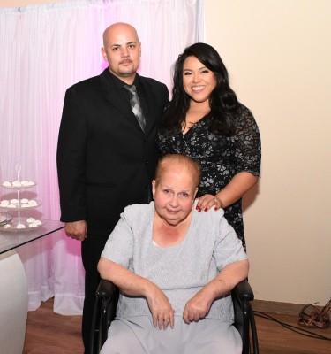 Brandon Eddings, la hermana de la novia, Mercedes de Eddings y su madre, Evelin Elena Yuja Sikaffy
