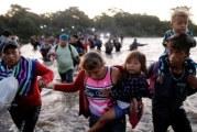 Caravana de migrantes centroamericanos ingresaron a México desde Guatemala