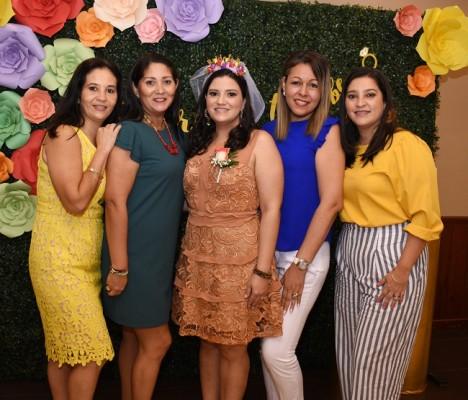 Claudia Camacho, Gabriela Camacho, Eva Priscila Camacho Varela, Gracia Aguilar y Rocío Camacho