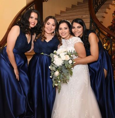Con las damas de su cortejo, Marcela Rivera, Lourdes Maradiaga, Veyra Castro y Vianka Banegas