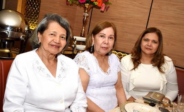 Concepción de Martínez, Miriam de Enamorado y Silvia de Bonilla