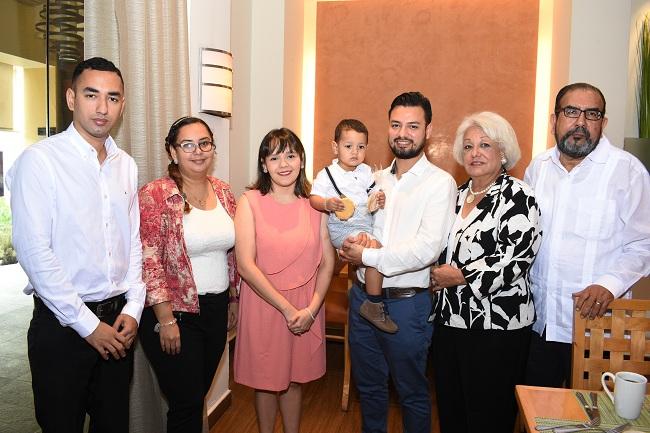 Lucas Espinal Milla viaja desde España para su bautizo