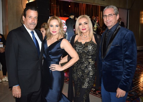 Dalton y Doris Barrose con Bella y Brat Kane.