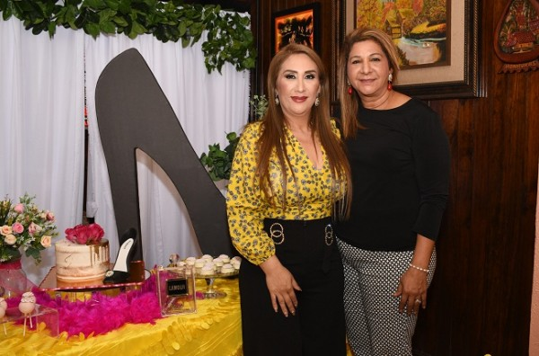 Dina Toditos de Morales y Lesly Bú