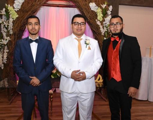 El novio con sus hermanos, Jordy Antúnez y Alex Antúnez