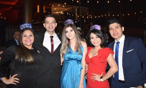 Entre amigos disfrutaron del After Party 2020 que ofrecio el Club Hondureño Árabe recibiendo el año nuevo