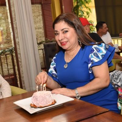 Ameno agasajo en honor a la periodista Ester Amaya