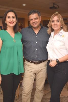 Farah y Jorge Duarte con Patricia Girón