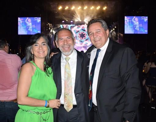 Ivonne y Ernesto Icaza con Harry Panting