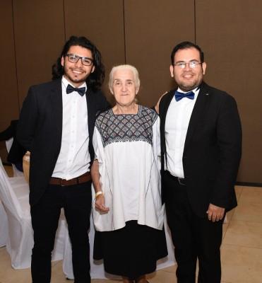 Javier Cuellar, Teresita Pastor y Lester Herrera
