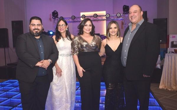 José Moreno, Giselle Rami, Johanna Fonseca, Christi Castro y Hugo Rodríguez en la Golden Night de KM2 Solutions