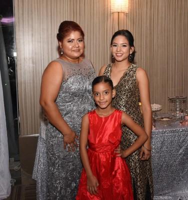 Joseline Flores, Daniela Rodríguez y Yalile Hoch