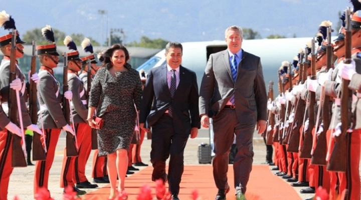 Hernández llega a Guatemala para participar en toma de posesión de Alejandro Giammattei