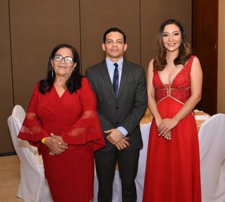 Julia Leticia Cabus, Douglas Cabus y Laura Fajardo Cabus