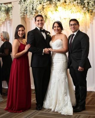 Kimberlyn Ulloa de Orellana, Bryan Ortega, Mariela Aguilar y David Orellana.